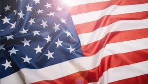 Mengibarkan Bendera Amerika