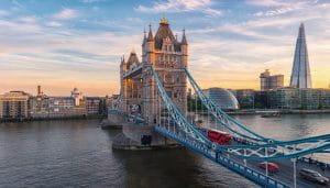 Gambar Jembatan Menara di Inggris
